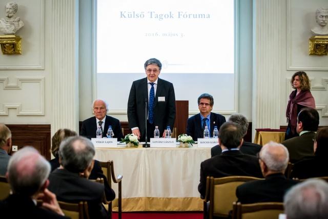 Romániai magyar kutatókat díjaztak