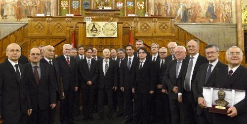 Gábor Dénes-díjat kapott Lingvay József, az MTA romániai köztestületi tagja