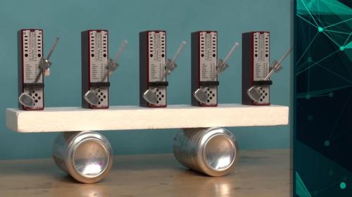 Szinkronhullámok lokálisan kapcsolt oszcillátorsokaságban